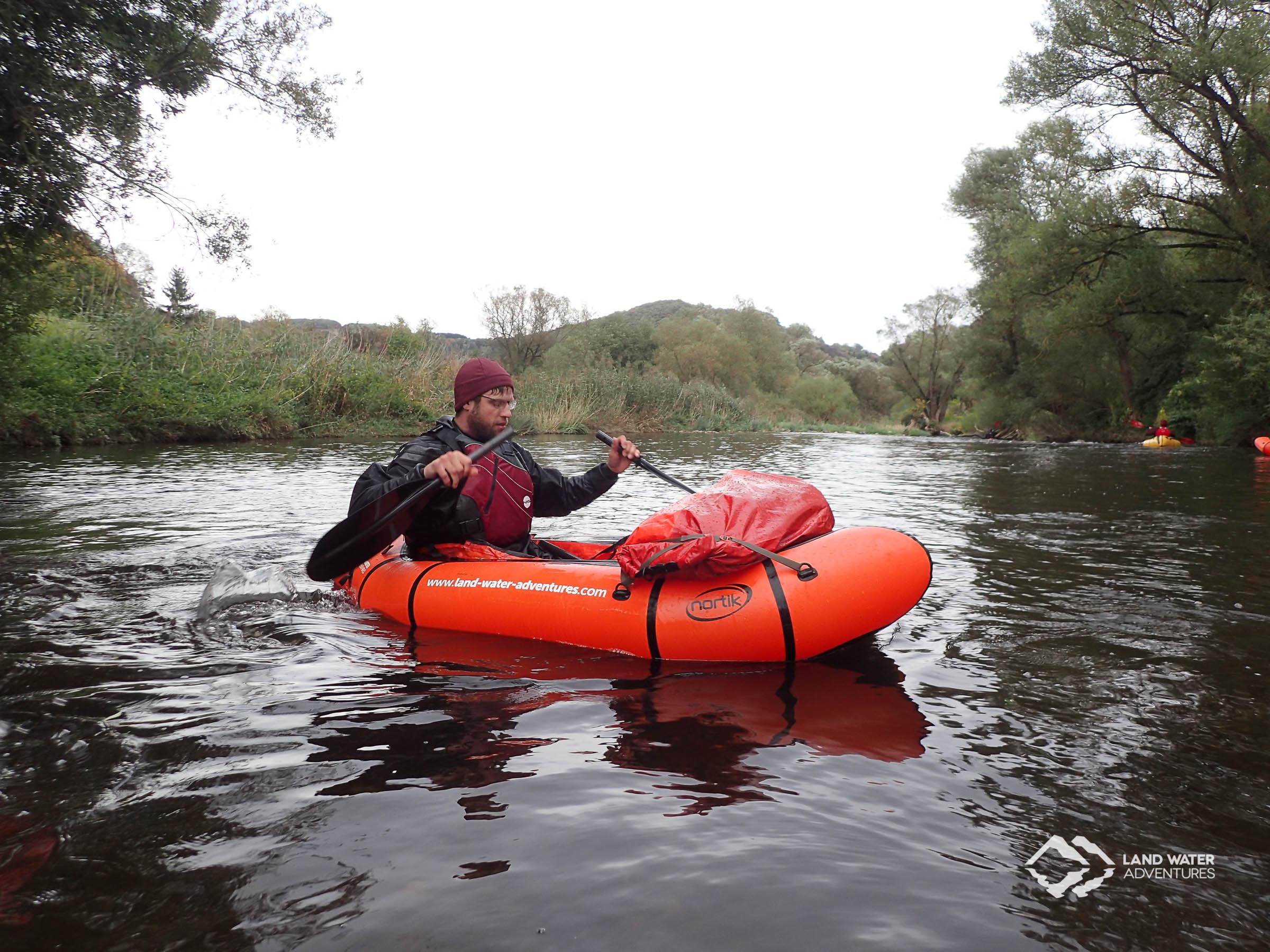 Gebrochenes Paddel beim Packrafting Saisonabschluss Nahe © Land Water Adventures