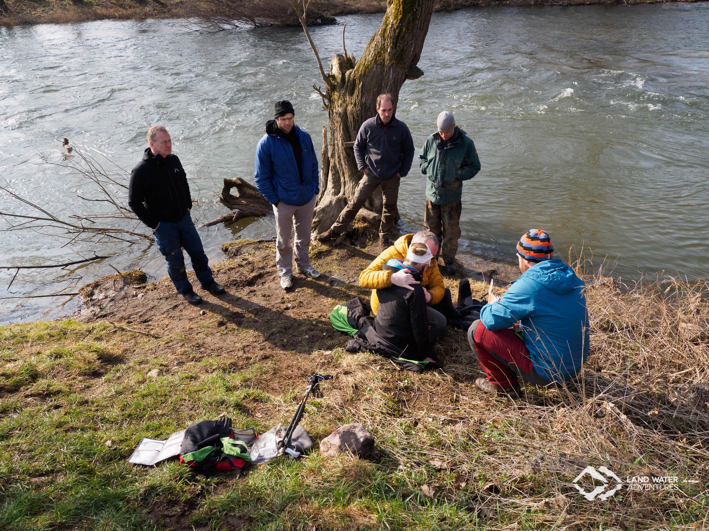 Rettungsübung am Ufer der Nahe © Land Water Adventures