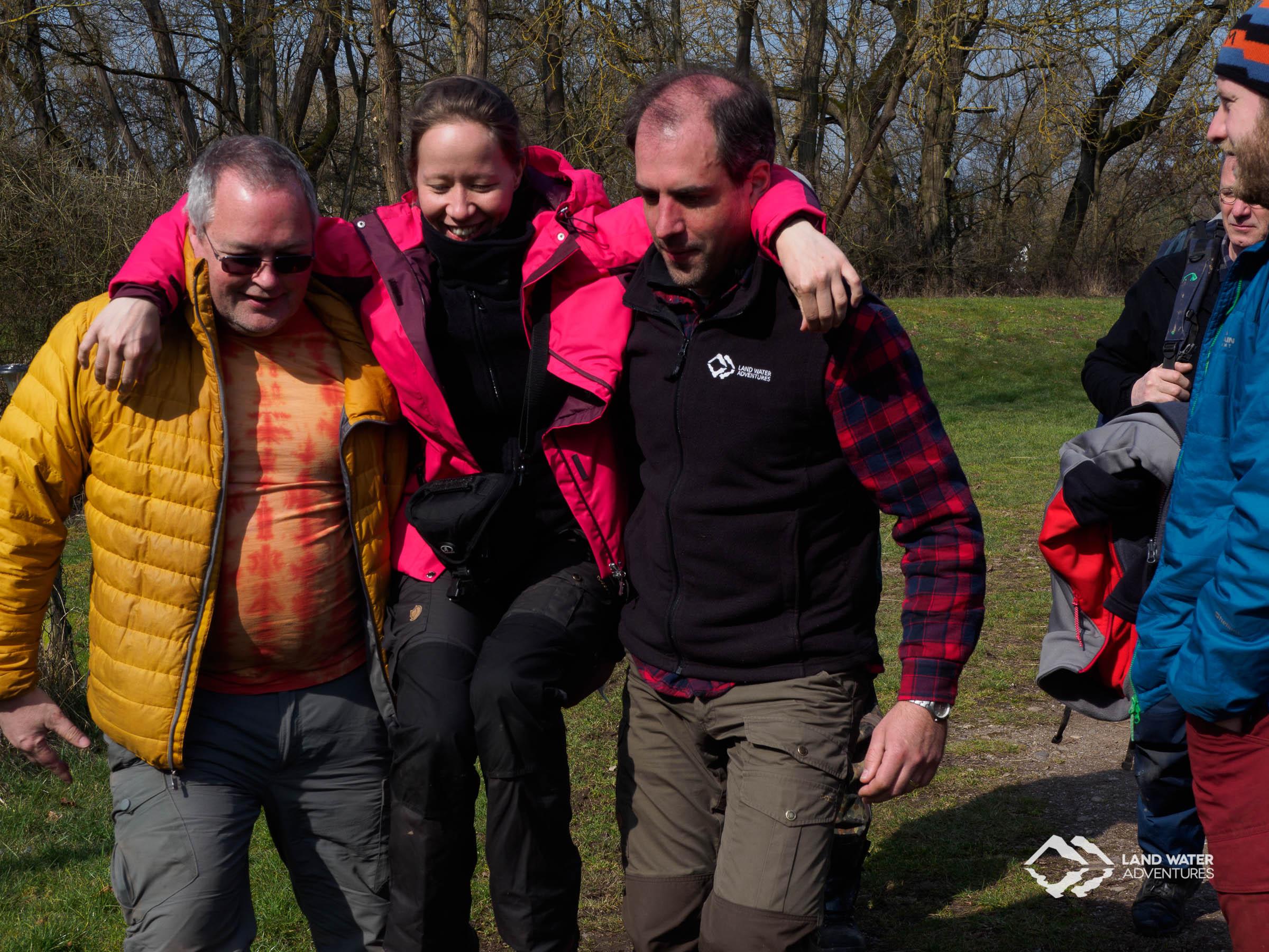 Erste Hilfe Outdoor Rettungsgriff © Land Water Adventures