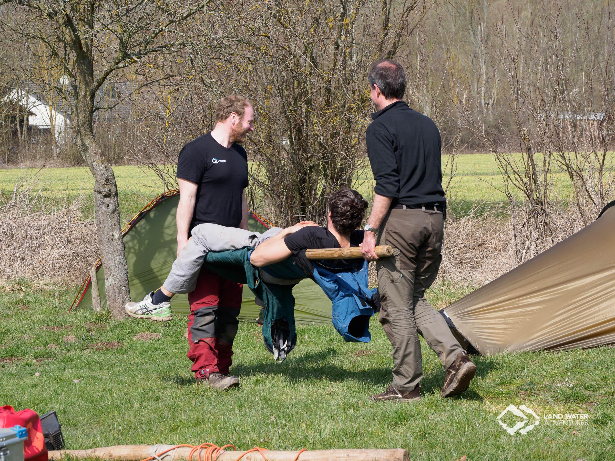 Erste Hilfe Tragebau © Land Water Adventures