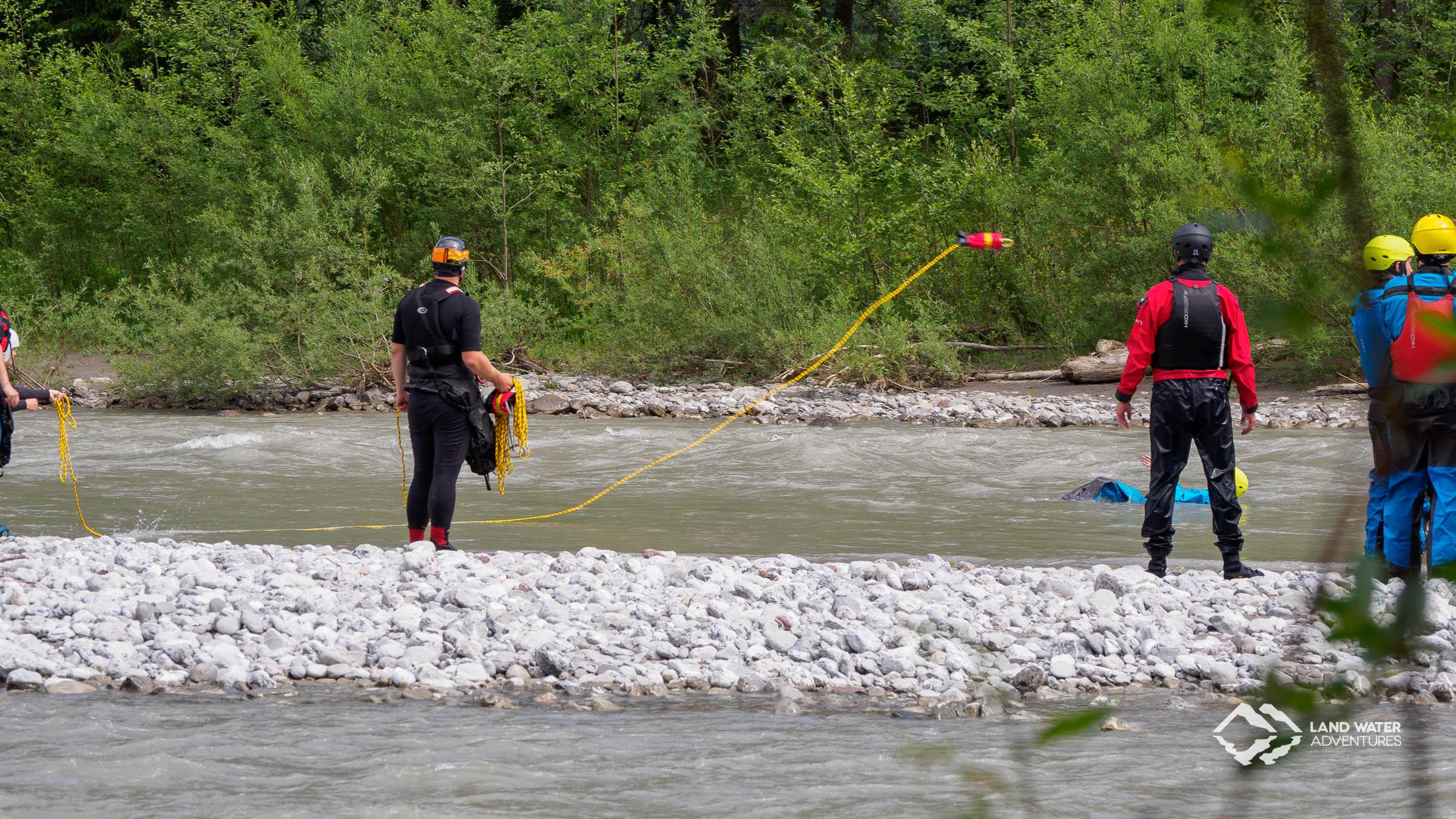 Safety Training Whitewater Packrafting Tirol © Land Water Adventures