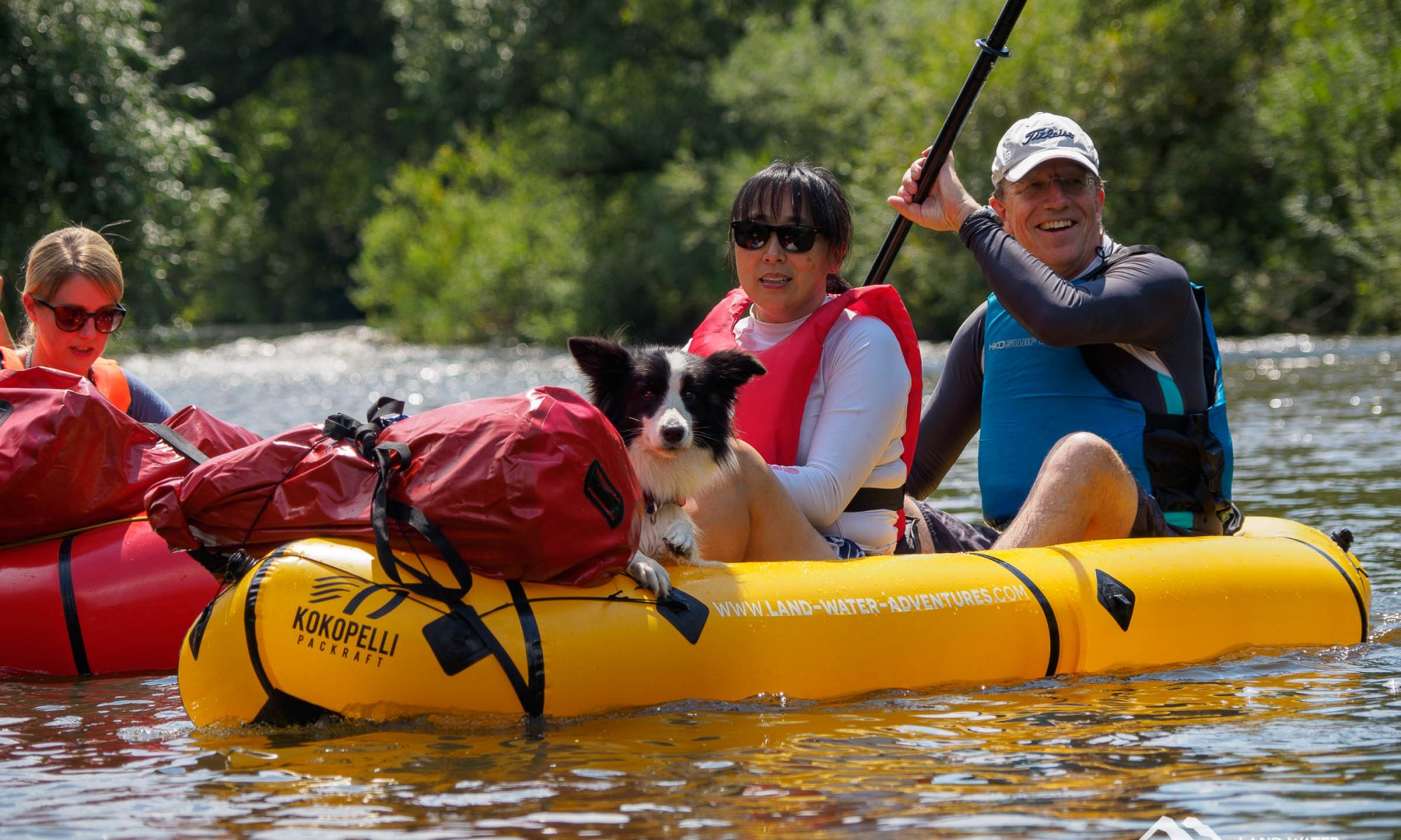 Hund im Packraft © Land Water Adventures