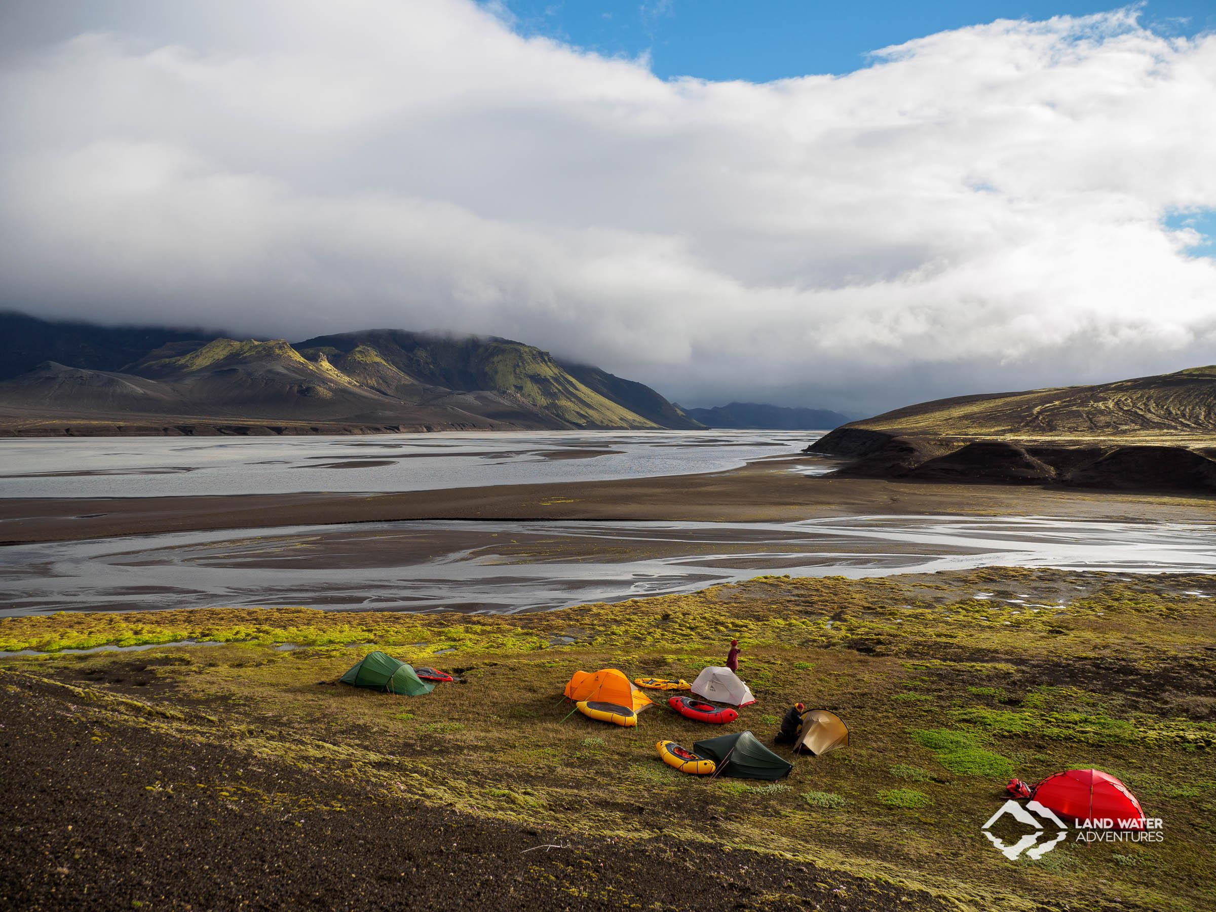 Packrafting-Camp für eine Nacht auf Island © Land Water Adventures