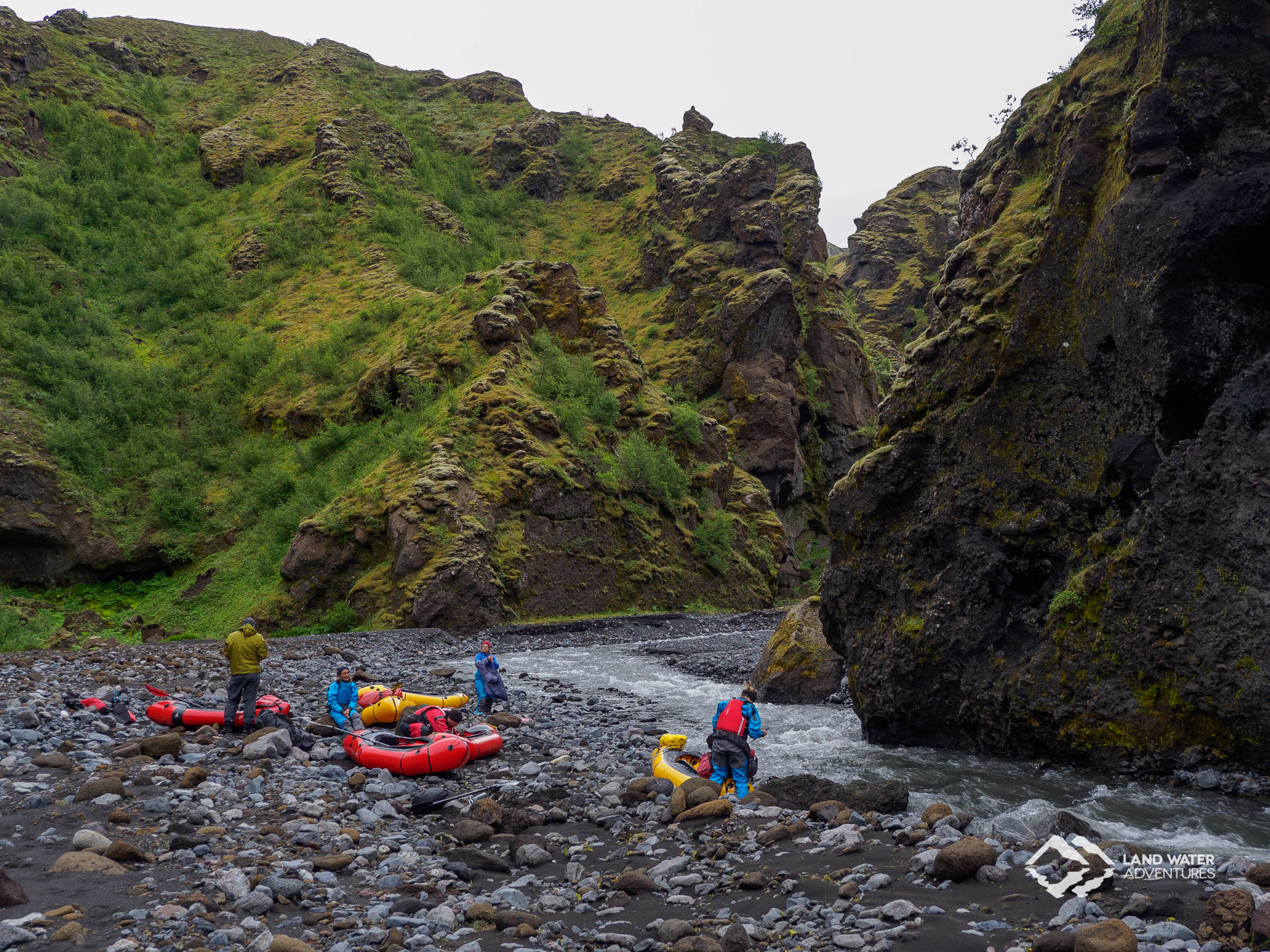 Isländisches Wildwasser Packrafting © Land Water Adventures