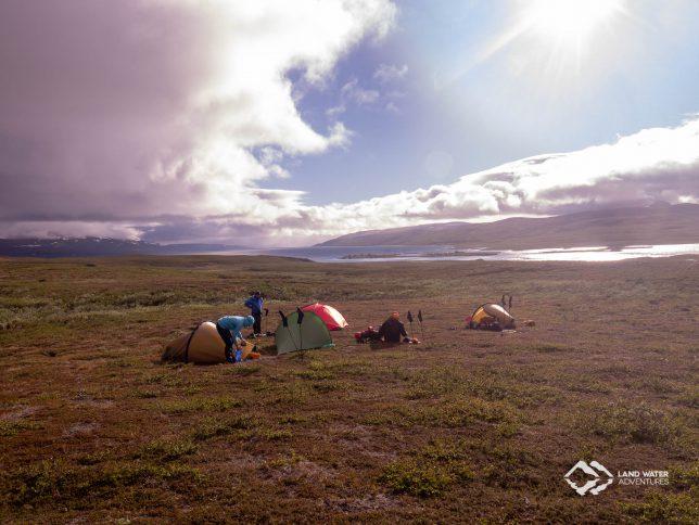 Camp in der schwedischen Tundra © Land Water Adventures