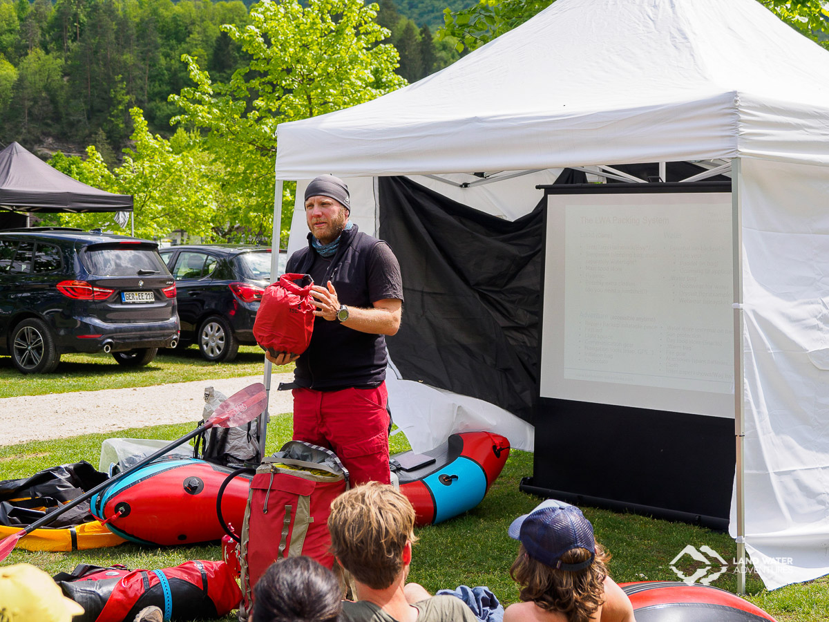 Pack-Workshop Packrafting mit Sebastian an der Soca © Land Water Adventures