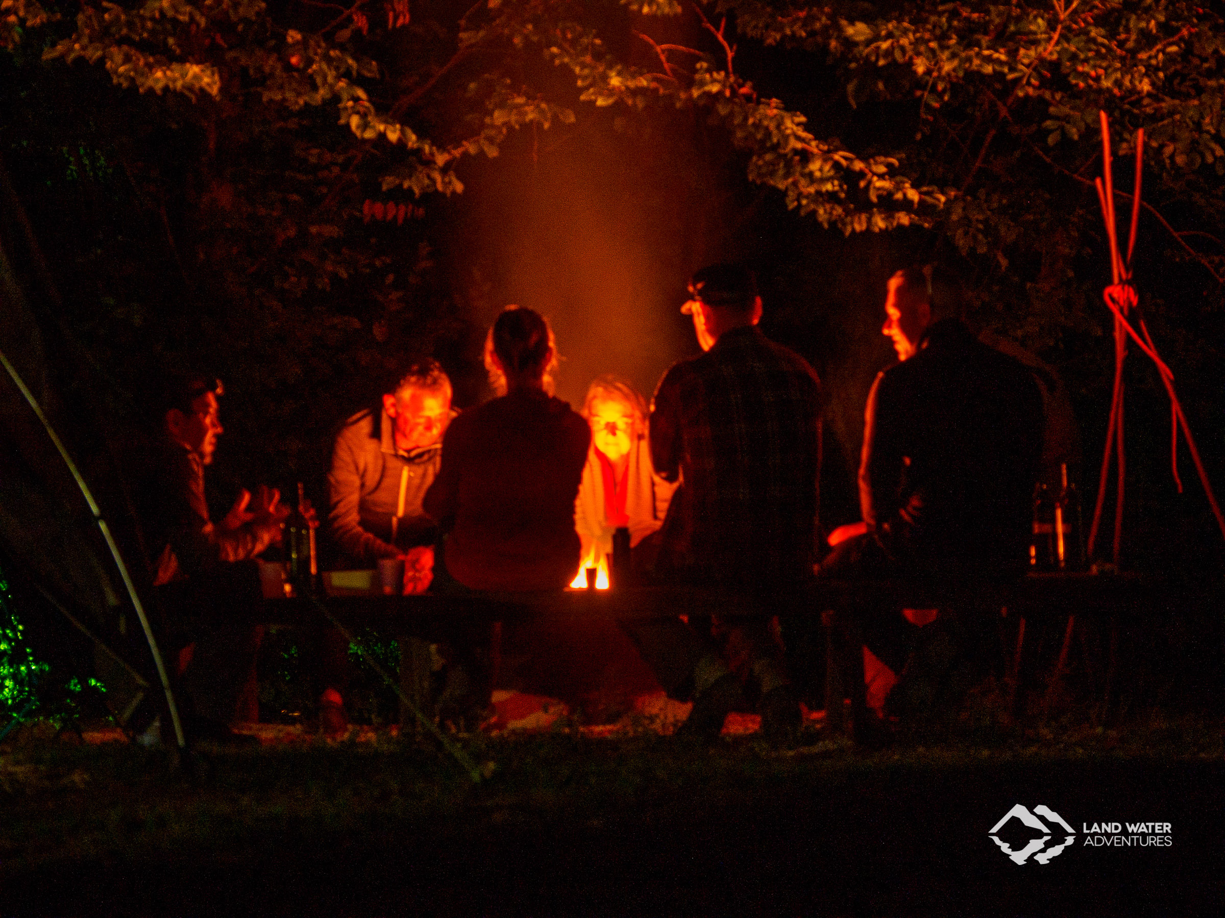 Lagerfeuerabend bei LWA © Land Water Adventures