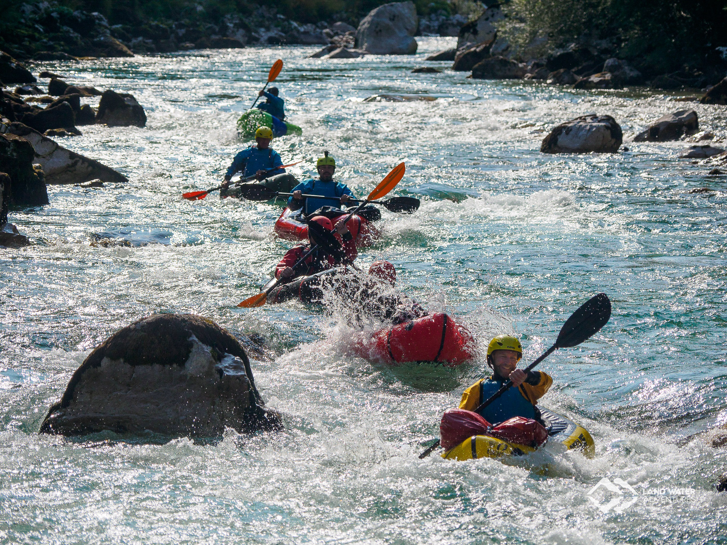 Unterwegs in den türkisfarbenen Soca-Wellen © Land Water Adventures