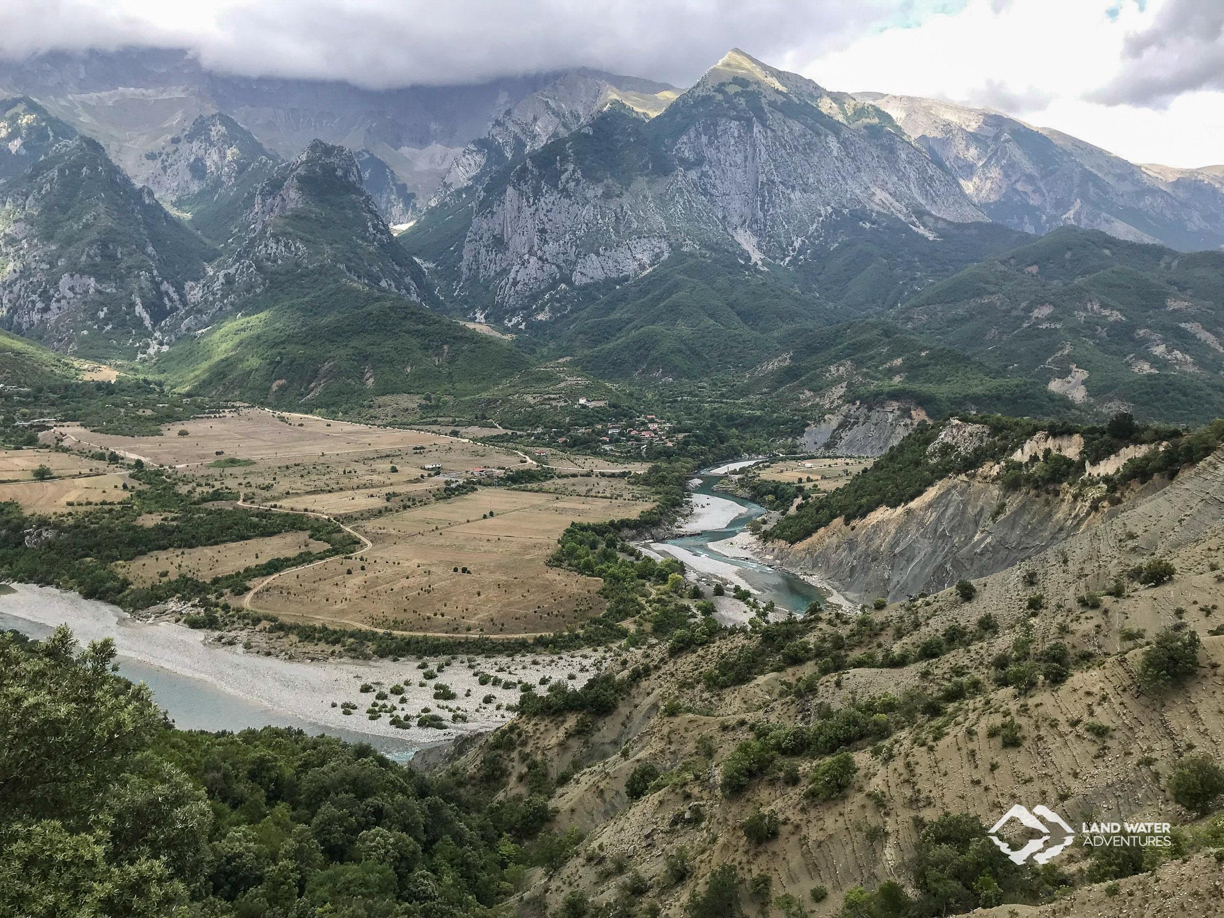 Blick auf die Vjosa © Land Water Adventures