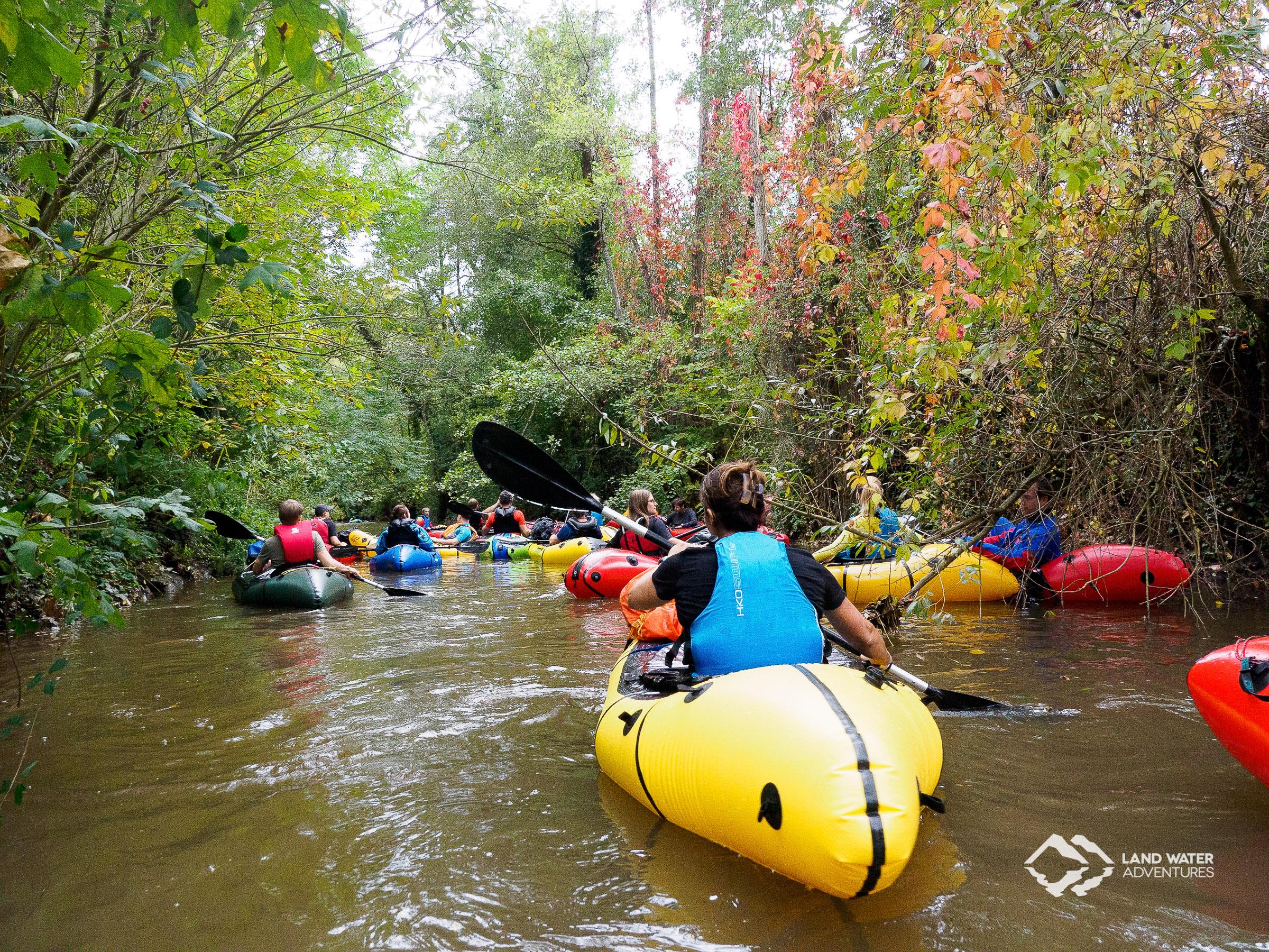 Bunte Packraft-Sammlung Nahe-Run 2019 © Land Water Adventures