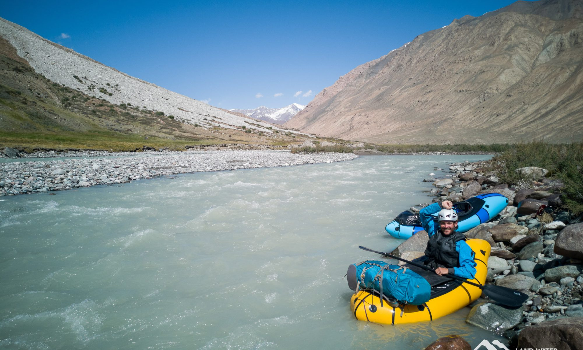 Packrafting beautiful Kirgistan © Alexander Riedel